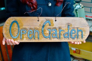 「オープンガーデン」手作りの看板。