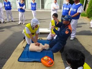 社内で行われた救急救命講習の様子。